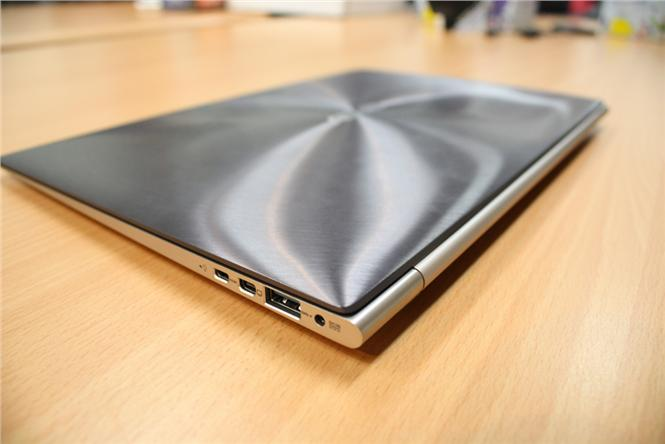 Asus_ultrabook_By_Nzenico_(Own_work)__[CC-BY-SA-3.0_(http_creativecommons.org_licenses_by-sa_3.0)]_via_Wikimedia_Commons